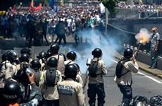 Biểu tình chống chính phủ biến thành bạo động tại Venezuela