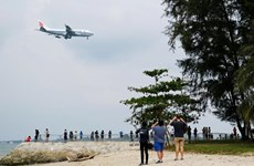 Người dân Singapore thi nhau chụp chiếc máy bay chở ông Kim Jong-un