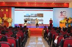 Trình diễn RapNewsPlus về quan hệ Việt-Pháp tại phố đi bộ Hồ Gươm