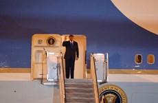 Hình ảnh Tổng thống Mỹ Donald Trump đặt chân xuống sân bay Nội Bài