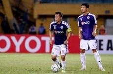 Hà Nội lại thua sân khách, Bùi Tiến Dũng 2 lần vào lưới nhặt bóng