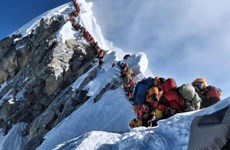 [Video] Bất chấp nhiều nhà leo núi tử nạn, Everest vẫn 'tắc đường'