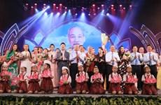 """Xúc động chương trình nghệ thuật """"Dâng Người tiếng hát mùa Xuân"""""""