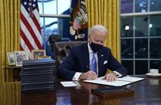 Ông Joe Biden trang trí lại phòng Bầu dục, khác biệt so với ông Trump
