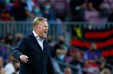 CĐV Barcelona nổi đóa đập xe của HLV Koeman sau trận thua Real Madrid