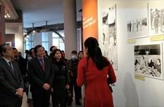 Khai mạc triển lãm ảnh về quan hệ hữu nghị Việt Nam-Trung Quốc