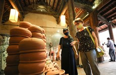 Các nghệ nhân cùng kể 'Chuyện của gốm' trong lòng phố cổ Hà Nội