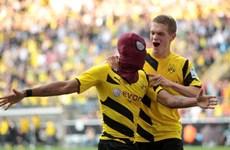 """Aubameyang hóa thân """"Người nhện"""" sau khi ghi bàn cho Dortmund."""
