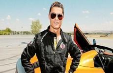 """Cristiano Ronaldo """" thử cảm giác mạnh"""" trên chiếc xe đua F1"""