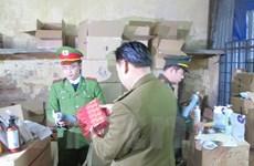 [Video] Thu giữ hơn 3.500 đồ mỹ phẩm lậu tại kho hàng ở Ngọc Hồi
