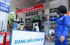Giữ nguyên giá các mặt hàng dầu, xăng Ron 92 giảm thêm 961 đồng