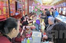Hà Nội: Phố bán vàng nhộn nhịp người mua, bán ngày Vía Thần Tài