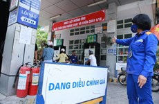 Giá xăng chính thức tăng 300 đồng mỗi lít từ 15 giờ ngày 6/9