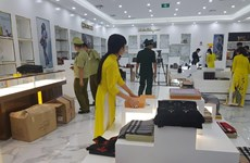 Thu giữ lượng lớn hàng nghi giả thương hiệu nổi tiếng tại Móng Cái