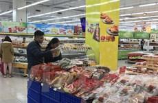 Nguồn hàng thực phẩm thiết yếu tại siêu thị dồi dào, giá ổn định