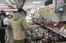 Hàng dự trữ tăng 4 lần, siêu thị kéo dài thời gian phục vụ mua sắm