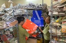 Tạm giữ hơn 5.000 sản phẩm có dấu hiệu hàng giả nhãn hiệu Adidas, Nike