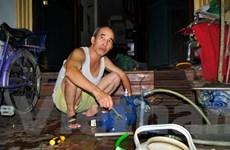 """Hà Nội: Cả nghìn người dân """"khát nước sạch"""", đơn vị cung ứng bó tay"""