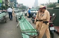 Hà Nội: Lạc đường, dàn xe máy tự chế dài gần 15m bị tóm gọn