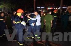 [Photo] Nỗ lực giải cứu người mắc kẹt trong vụ cháy chung cư Xa La