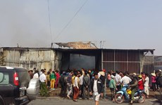 Hưng Yên: Cháy lớn, vừa lo dập lửa vừa lo người dân hiếu kỳ