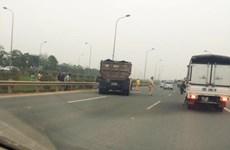 Bị xe tải đâm tại cao tốc Láng-Hòa Lạc, một cảnh sát nguy kịch