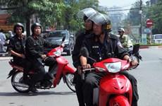 Người dân Hà Nội ủng hộ cảnh sát cơ động tuần tra ban ngày