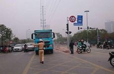 Hà Nội: Xử phạt 48 phương tiện đi vào làn BRT trong ngày 15/2