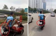 """Hà Nội: Công an truy tìm """"quái xế"""" lái xe bằng chân lấn làn BRT"""