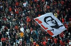 Hàng chục nghìn người đội mưa tiễn huyền thoại Eusebio