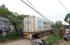 Xe container đâm xe máy khiến 2 người tử vong tại chỗ