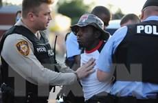 Mỹ: Nhầm súng thật là súng điện, một cảnh sát bắn chết người