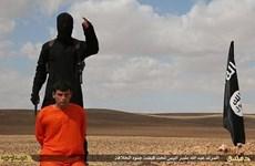 IS tiếp tục công bố hình ảnh một tù nhân bị chặt đầu dã man