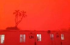 [Photo] Bão cát kinh hoàng nhuộm đỏ cả một vùng thuộc Mali