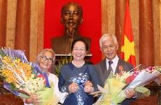 Trao Huân chương hữu nghị cho giáo sư Trần Thanh Vân, Lê Kim Ngọc