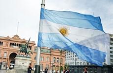 """""""Quỹ kền kền"""" ngăn cản Argentina thanh toán nợ bằng ngoại tệ"""