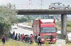 Người di cư gây ngưng trệ giao thông đường hầm nối Pháp-Anh
