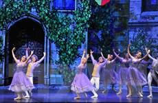 """Biểu diễn vũ kịch nổi tiếng """"Kẹp hạt dẻ"""" chào đón Giáng sinh"""