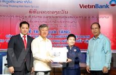 Việt Nam trao quà cho trung tâm phụ nữ khuyết tật của Lào