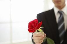 Lần đầu tiên nhận hoa Valentine, vợ ho đến nỗi gãy xương sườn