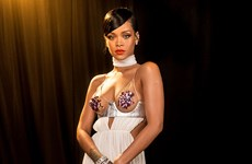 """Album """"Anti"""" của Rihanna giành """"ngai vàng"""" Billboard 200"""