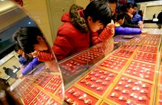 Giá vàng châu Á giảm khi nhu cầu đối với tài sản rủi ro tăng