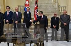 Ngoại trưởng Anh có cuộc thảo luận dài với Chủ tịch Raul Castro