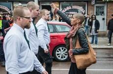 Người phụ nữ phản đối diễu hành Tân Quốc xã gây sốt mạng xã hội