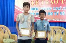 Trao Huy hiệu dũng cảm cho thiếu niên cứu 5 học sinh khỏi chết đuối