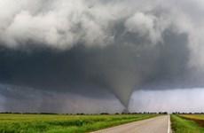 Lốc xoáy kinh hoàng kéo dài 90 phút càn quét qua nước Mỹ