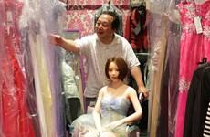 Chuyện tình 6 năm của người đàn ông Nhật Bản và cô búp bê tình dục