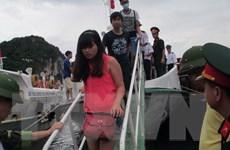 Quảng Ninh di chuyển hơn 1.500 du khách từ đảo về đất liền an toàn