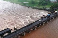 Sập cầu do mưa lớn ở Ấn Độ khiến ít nhất 20 người mất tích