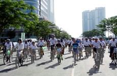 Hơn 2.000 học sinh đi xe đạp vì môi trường văn hóa giao thông 2016
